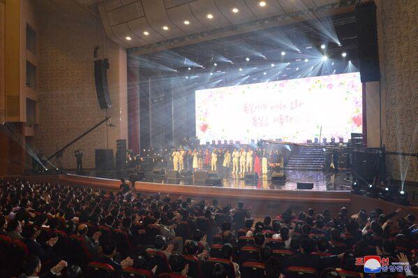 Kim al concerto delle star sud coreane - Sputnik Italia