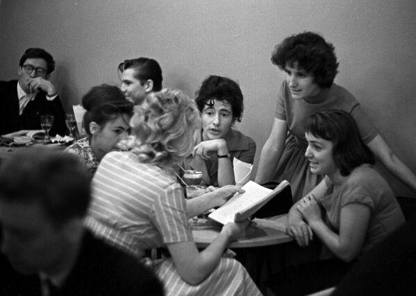 Вечером в Московском кафе,1961 год - Sputnik Italia