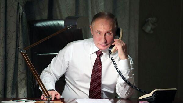 Il presidente russo Vladimir Putin visto durante la telefonata al patriarca di Costantinopoli Bartolomeo dalla sua residenza ad Ankara. - Sputnik Italia
