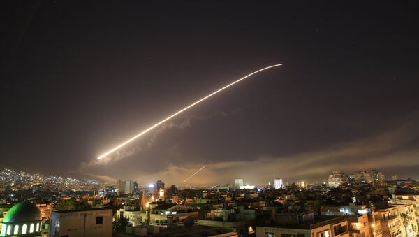 Damascus sky lights up with service to air missile fire as the U.S. launches an attack on Syria targeting different parts of the Syrian capital Damascus, Syria, early Saturday, April 14, 2018. - Sputnik Italia