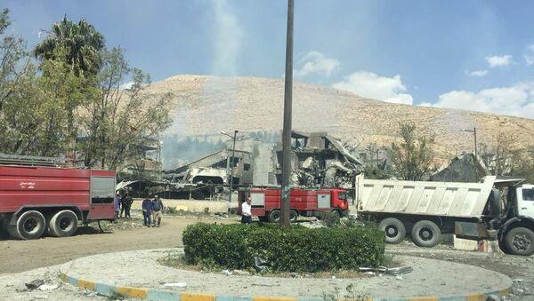 Ufficio di un centro ricerche militare distutto nel raid, Barzeh, Siria - Sputnik Italia