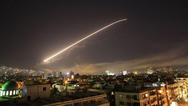 Ночные удары США, Франции и Великобритании по Дамаску, Сирия - Sputnik Italia