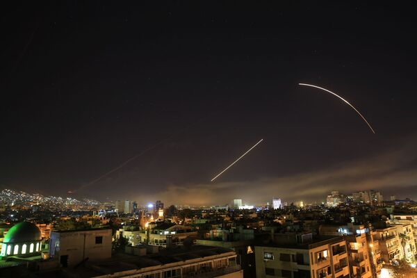 Il Presidente siriano Bashar Assad ha affermato che l'attacco degli Stati Uniti, del Regno Unito e della Francia contro la Siria ha unito ancora di più il popolo siriano nella lotta contro il terrorismo. - Sputnik Italia