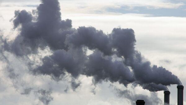 """Lo stabilimento a Parigi da anni inquina ambiente. Basterà un po' di """"economia verde"""", o di """"sviluppo sostenibile"""" per scongiurare la catastrofe? - Sputnik Italia"""