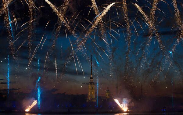 Spettacolo pirotecnico al festival delle Vele Scarlatte - Sputnik Italia