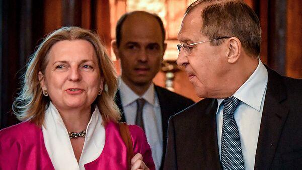 Il ministro degli Esteri russi Sergei Lavrov e la sua controparte austriaca Karin Kneissl si incontrano a Mosca il 20 aprile 2018 - Sputnik Italia