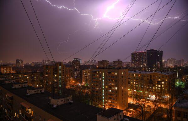 Un temporale di primavera a Mosca. - Sputnik Italia