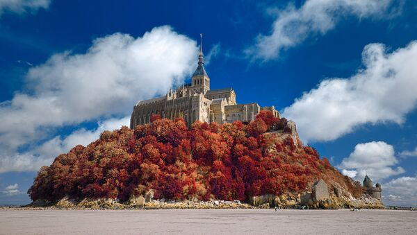 Mont Saint-Michel d'autunno - Sputnik Italia
