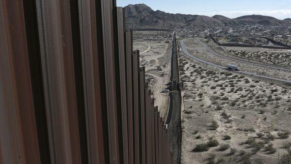 Confine tra Usa e Messico - Sputnik Italia