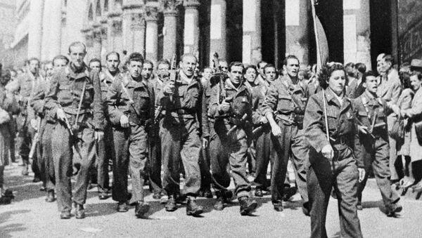 Un gruppo militare della Resistenza a Milano durante la Seconda guerra mondiale - Sputnik Italia
