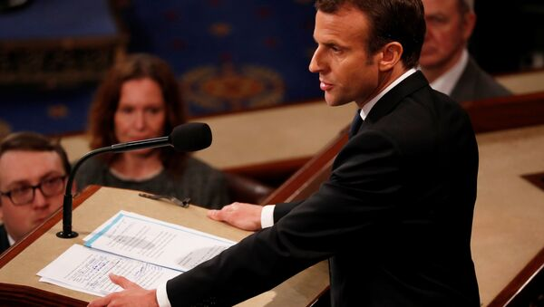 Hand written edits can he seen on French President Emmanuel Macron's speech as he addresses a joint meeting of the U.S. Congress in the House chamber of the U.S. Capitol in Washington, U.S., April 25, 2018 - Sputnik Italia