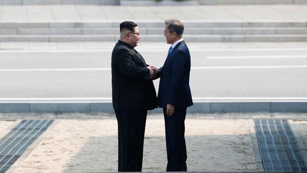Kim Jong-un e Moon Jae-in - Sputnik Italia