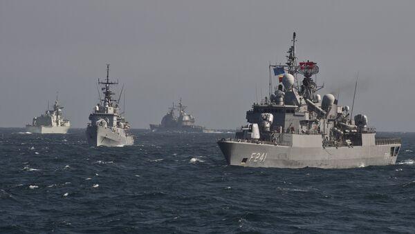 Le navi da guerra della NATO in esercitazioni nel mar Nero - Sputnik Italia