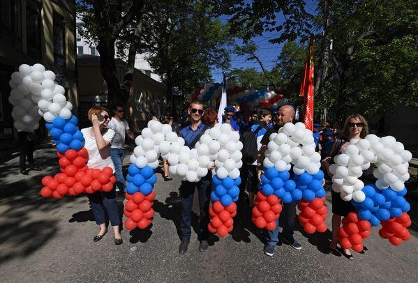 I partecipanti alle manifestazioni del Primo Maggio a Sinferopoli. - Sputnik Italia