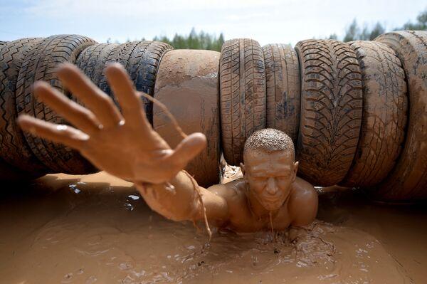 Il partecipante alla Bison Race nei pressi di Minsk, Bielorussia. - Sputnik Italia
