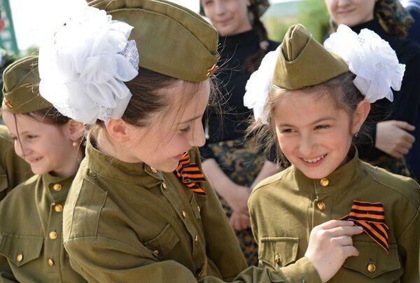 Le partecipanti all'azione panrussa Nastro di San Giorgio a Grozny. - Sputnik Italia