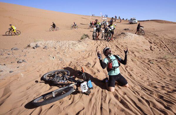 I partecipanti alla corsa in bicicletta Titan Desert 2018 in Marocco. - Sputnik Italia