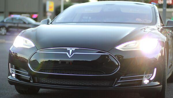 Tesla Model S - Sputnik Italia