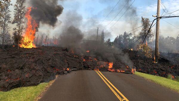 Il vulcano Kilauea continua ad eruttare lava e gas velenosi - Sputnik Italia
