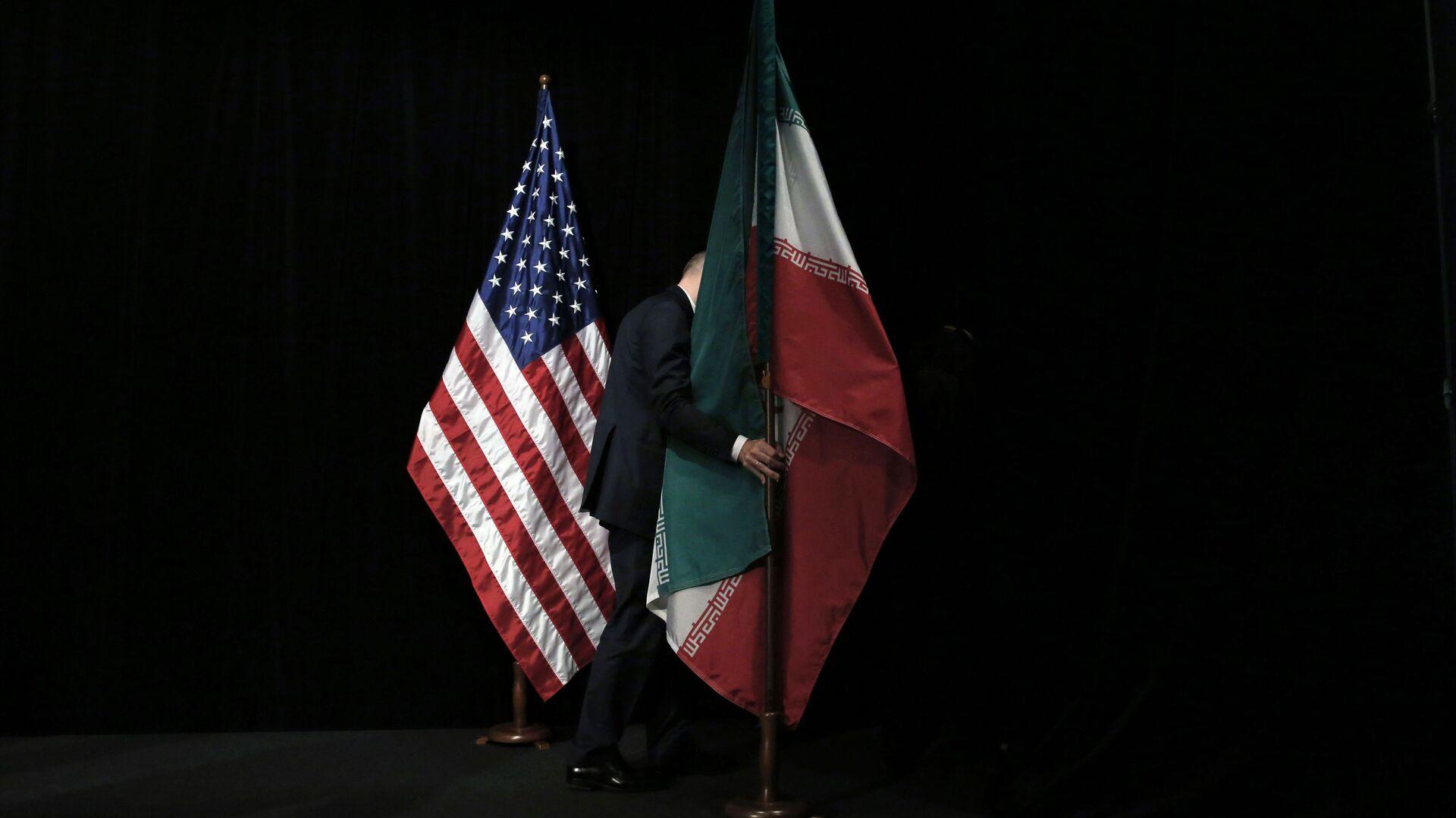 Le bandiere degli Usa e dell'Iran - Sputnik Italia, 1920, 19.04.2021