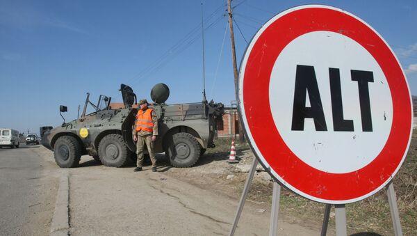 Posto di blocco condotto da soldati italiani nella missione in Kosovo - Sputnik Italia