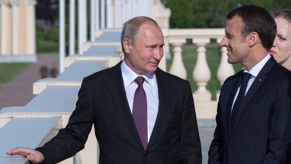 Vladimir Putin e Emmanuel Macron - Sputnik Italia