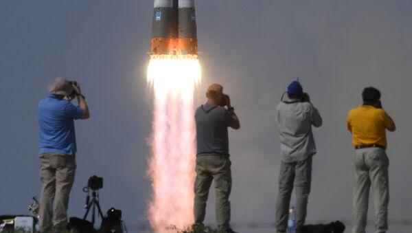 Lancio del Soyuz MS-09 con tre membri dell'equipaggio 56/57 della ISS - Sputnik Italia