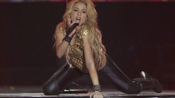 Колумбийская певица Шакира во время концерта в Париже, являющаяся женой футболиста Жерара Пике - Sputnik Italia