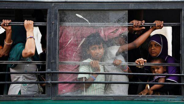 Passeggeri sull'autobus a New Delhi - Sputnik Italia