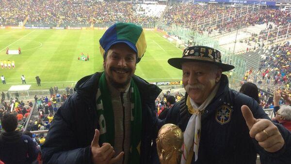 Clovis Fernandes con il figlio Frank - Sputnik Italia