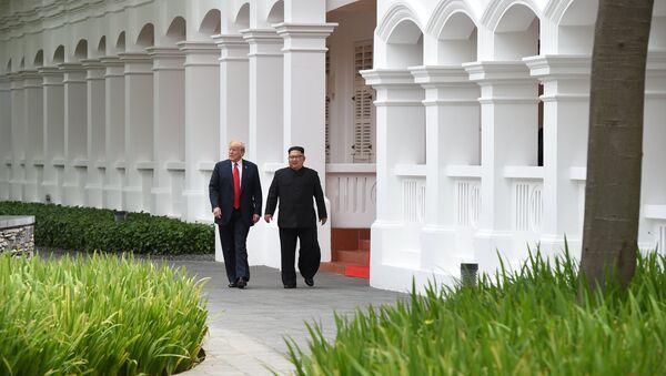 Kim Jong-un e Donald Trump a Singapore, il 12 giugno, 2018. - Sputnik Italia