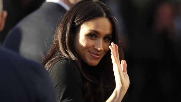 Meghan Markle waves as she leaves with Prince Harry after watching a hip hop opera performance by young people involved in the Full Effect programme at the Nottingham Academy school in Nottingham, England, Friday Dec. 1, 2017 - Sputnik Italia