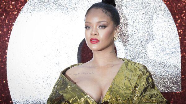 La cantante Rihanna si fa fotografare alla prima del film Ocean's 8 a Londra. - Sputnik Italia