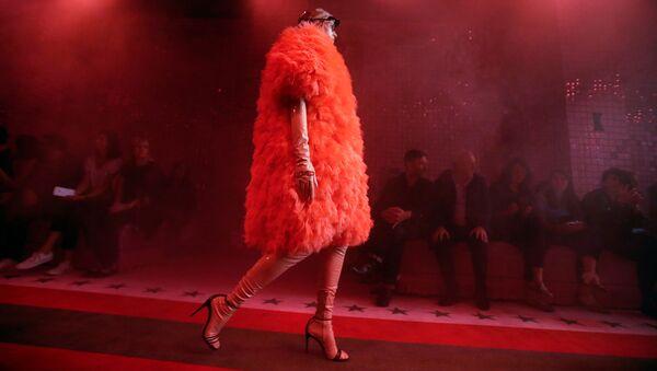 Una modella a una sfilata di Gucci alla Fashion Week a Milano (foto d'archivio) - Sputnik Italia