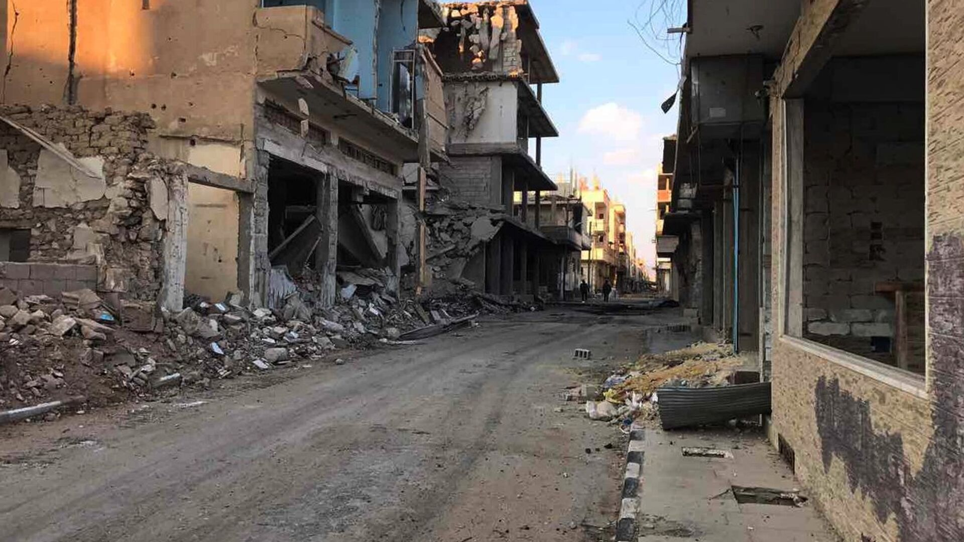 Buildings destroyed during combat activities in the residential part in Homs, Syria. (File) - Sputnik Italia, 1920, 09.10.2021