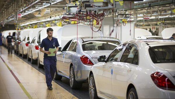 In einer Montagehalle von Daimler - Sputnik Italia