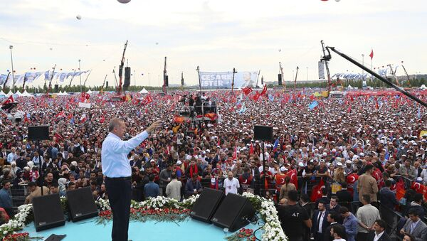 Turkey's President Recep Tayyip Erdogan, addresses supporters of his ruling Justice and Development Party (AKP) during a rally in Istanbul, Sunday, June 17, 2018 - Sputnik Italia