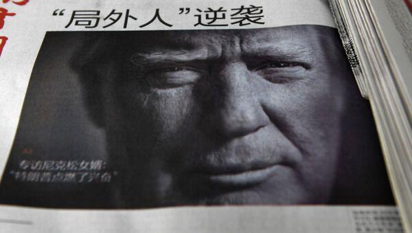 Giornale cinese con il volto di Trump in prima pagina - Sputnik Italia