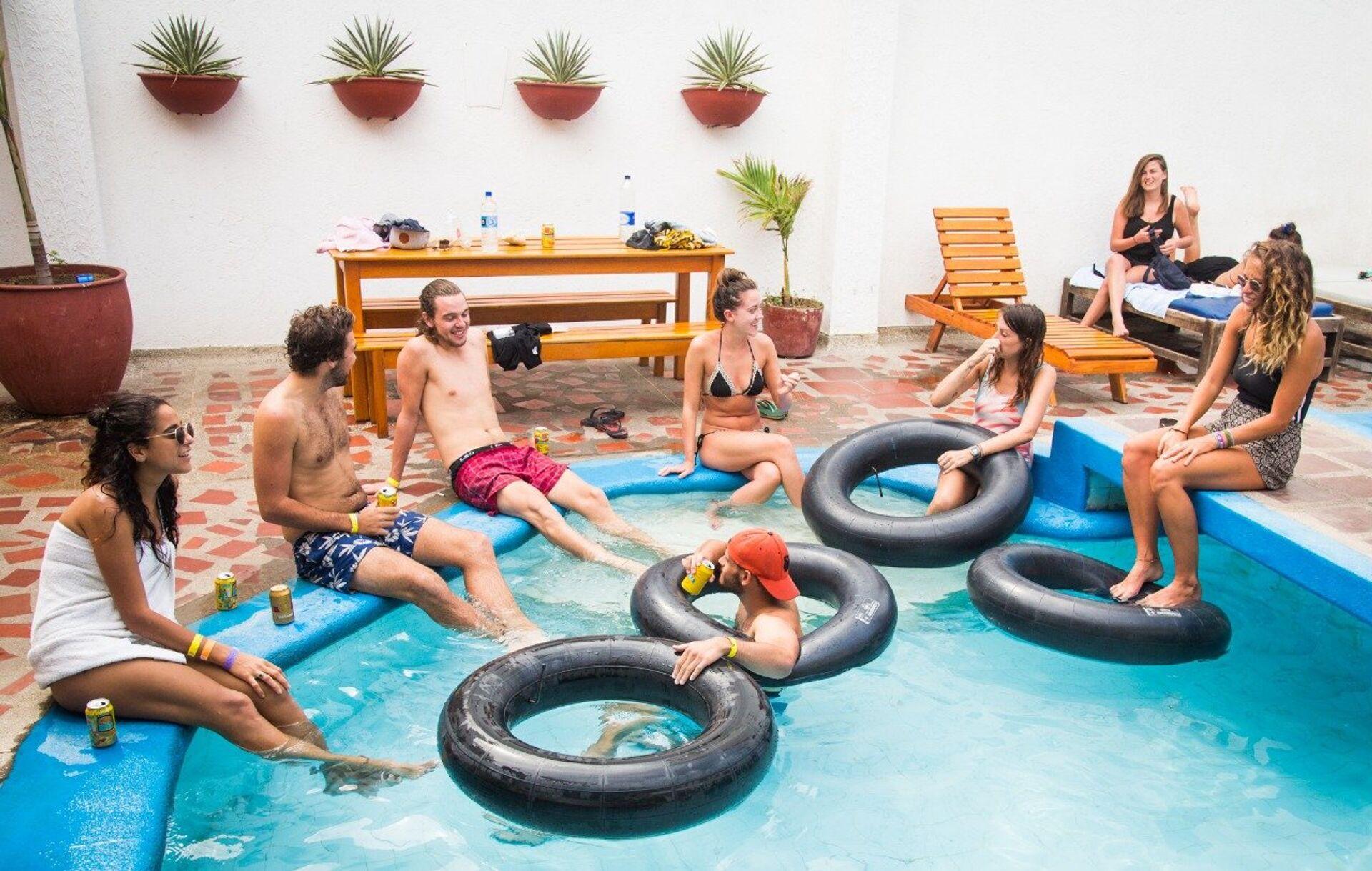 La piscina del Drop Bear Hostel di Santa Marta, Colombia - Sputnik Italia, 1920, 24.05.2021