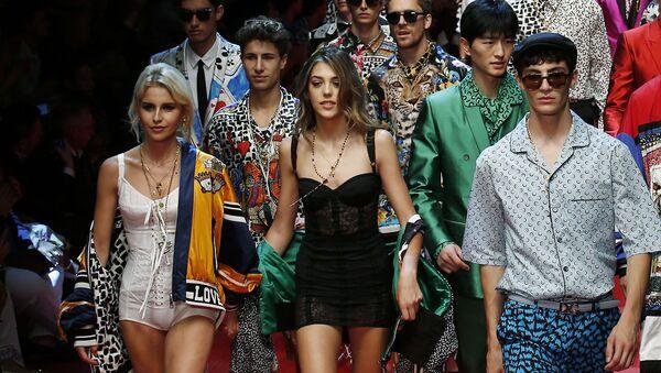 Дочь актера Сильвестра Сталлоне Систин на показе Dolce & Gabbana на Неделе моды в Милане - Sputnik Italia