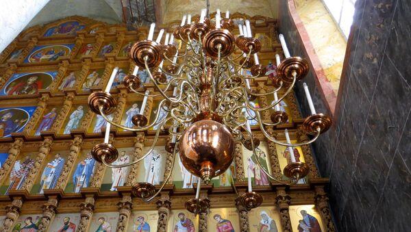 Dentro una chiesa - Sputnik Italia