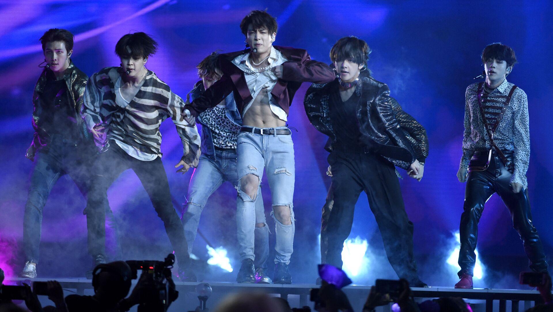 Южнокорейская группа BTS во время выступления в Лас-Вегасе - Sputnik Italia, 1920, 06.04.2021