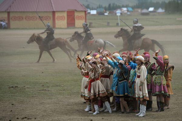 L'apertura della festa per i 150 anni dell'unione dei Telenghiti alla Russia. - Sputnik Italia