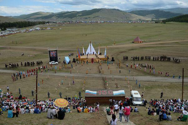 Veduta dall'alto del campo nel villaggio di Ulagan, dove si è tenuta la festa. - Sputnik Italia