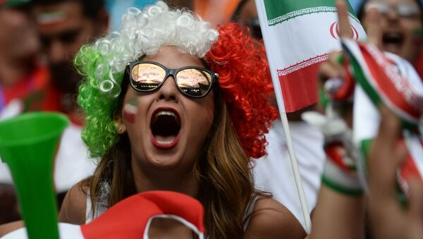 Una supporter iraniana allo stadio di San Pietroburgo per l'incontro fra Iran e Marocco - Sputnik Italia