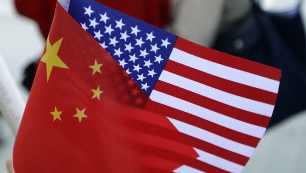 Bandiera cinese e americana - Sputnik Italia