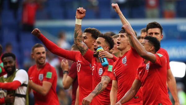 I giocatori inglesi festeggiano l'accesso alle semifinali - Sputnik Italia