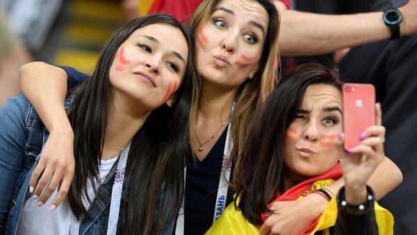 Selfie sugli spalti per queste tifose - Sputnik Italia