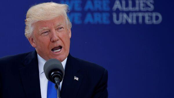 Donald Trump interviene all'inizio del vertice NATO al nuovo quartiere generale a Bruxelles, Belgio. - Sputnik Italia