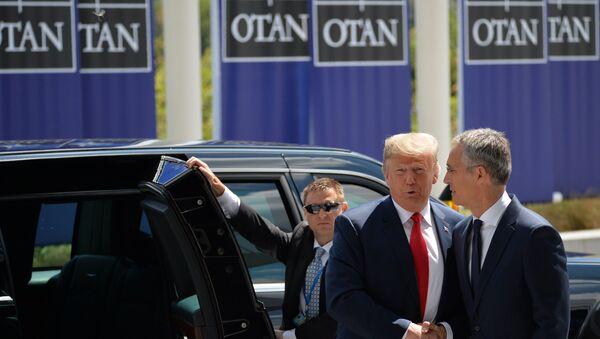 Il presidente statunitense Donald Trump e il segretario generale della NATO Jens Stoltenberg - Sputnik Italia